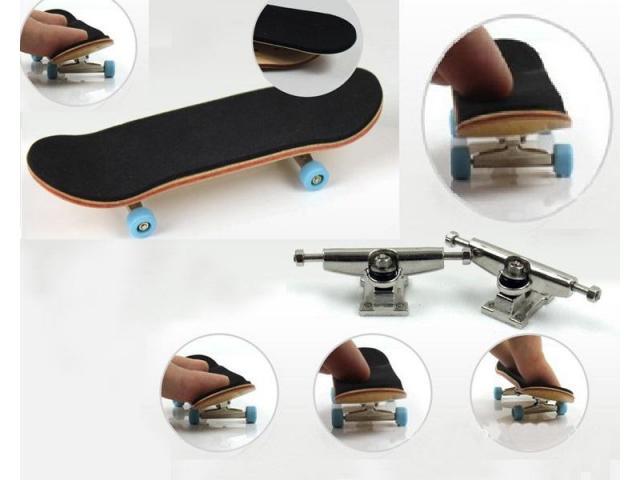 Fingerboard Skate de Dedo de Madeira com Rolamento - 1/3