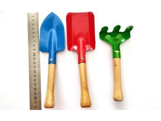 Kit de Ferramentas para Jardinagem - 2 Pá, 1 Ancinho, 1 Tesoura - 3/4