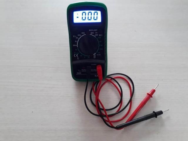 Multímetro Digital Com Luz no Visor - 3/3
