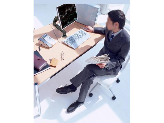 Suporte para Monitor Articulado Leia na Vertical Fixação na Borda ou no Centro da Mesa - 1/5